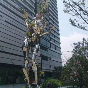 Mirror polish man stainless steel sculpture with varnish,Stainless steel sculpture supplier Manufactures