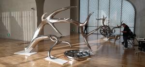 Exhibition mirror polish stainless steel art sculptures ,customized studio art statue,Stainless steel sculpture supplier Manufactures